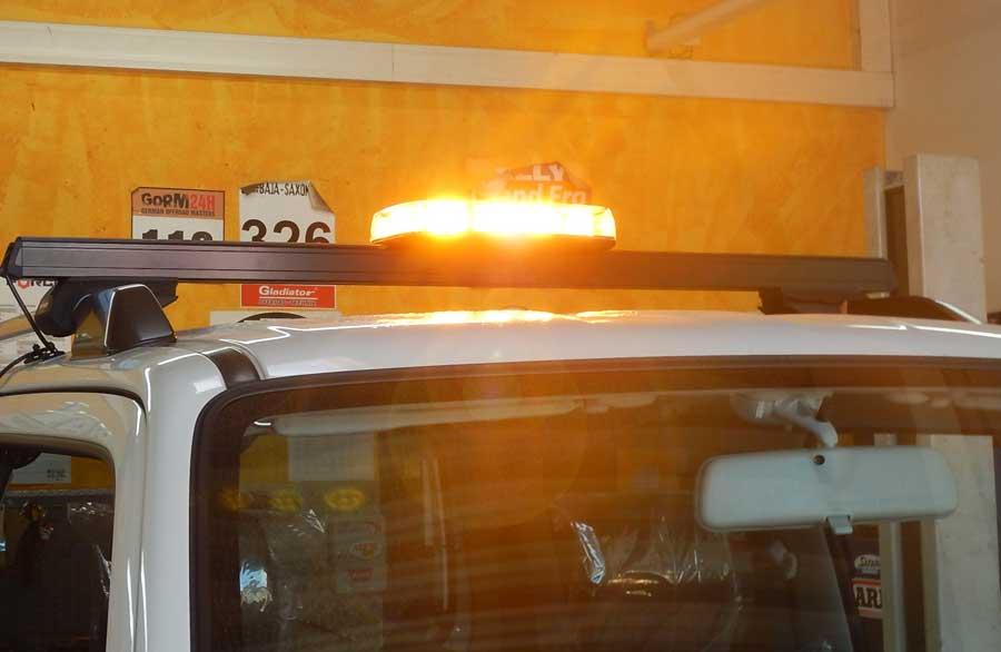 led leuchtbalken mini 280x165x57mm 12 24v gelbes licht 2 magnetf e taubenreuther. Black Bedroom Furniture Sets. Home Design Ideas