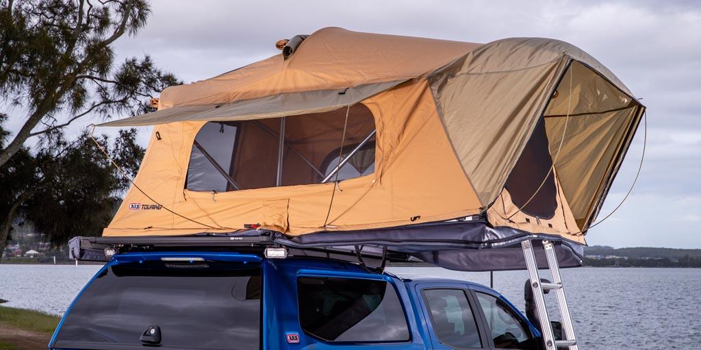 ARB Flinders DAchzelt auf Hardtop montiert