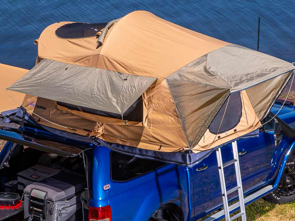 ARB Flinders Dachzelt mit Panormafesnter oben