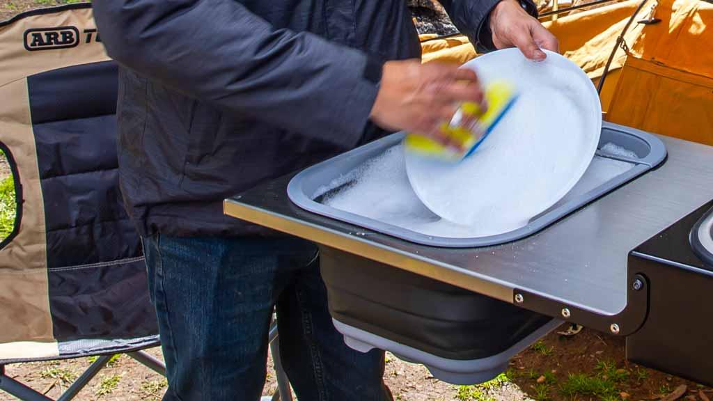 Faltbare Abwasch in der mobilen ARB Küche