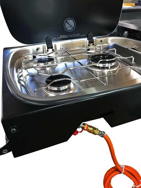 Detailbild des Gasherds in der ARB Küche, Thetford Argent