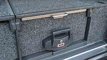geschlossene ARB Schublade mit eingezogenem Ausziehtisch