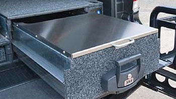 geöffnete ARB Schublade mit ausziehbarem Tisch