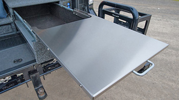 geöffnete ARB Schublade mit herausgezogenem Tisch