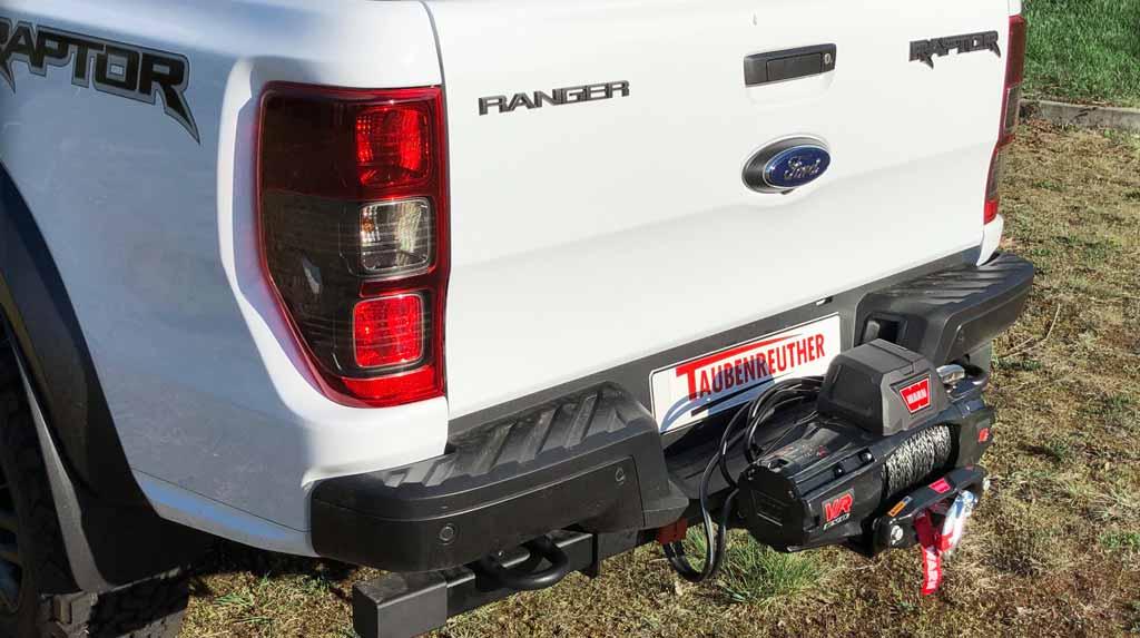 Ford Ranger Raptor mit Seilwinde auf der Anhängekupplung