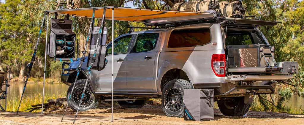 Pick-up Campingfahrzeug mit Navigator Stautaschen