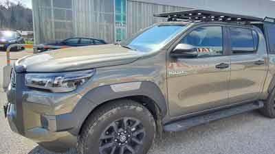 Toyota Hilux mit Dachträger und Ladeflächenauszug, umgebaut bei Taubenreuther Österreich